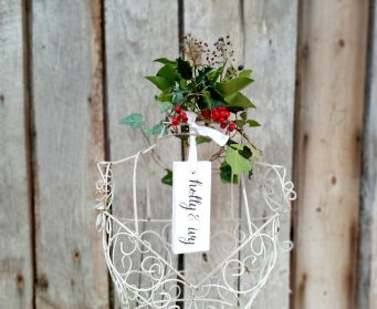 Painted Hanging Holly & Ivy Festive Tag