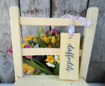 Painted Daffodil Hanging Tag